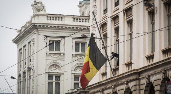 Drapeau belge Belgique en berne - Belga AUrore Belot.jpg