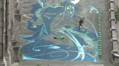 Un artiste bruxellois colore les rampes du Palais de Justice