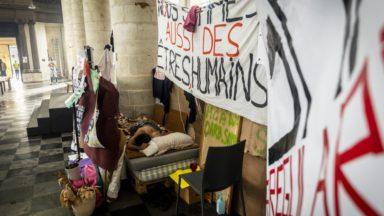Grève de la faim des sans-papiers suspendue : du soulagement et beaucoup de questions