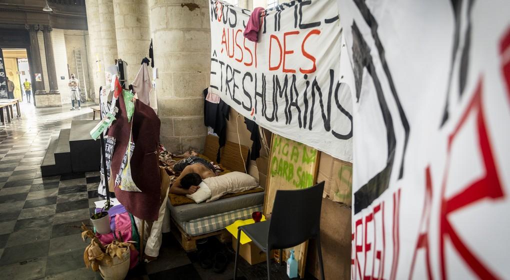 Grève sans-papiers église du béguinage - Belga Hatim Kaghat
