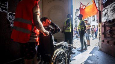 Sans-papiers : les grévistes, toujours à l'Église du Béguinage, se réalimentent et examinent leur dossier
