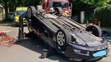 Uccle : une voiture se retourne, la conductrice légèrement blessée