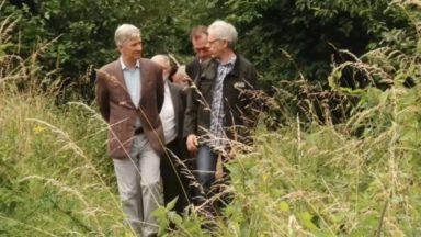 """Le roi Philippe visite la réserve naturelle du Vogelzang et une """"ferme-test"""" à Anderlecht"""