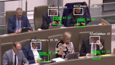 L'artiste Dries Depoorter utilise une intelligence artificielle pour traquer… les députés distraits