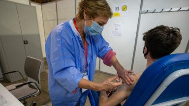 Vaccination des 16-17 ans contre le Covid-19 : faut-il le consentement des parents?
