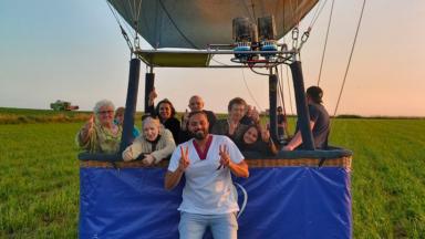 Un éducateur molenbeekois emmène ses seniors… faire un tour de mongolfière !