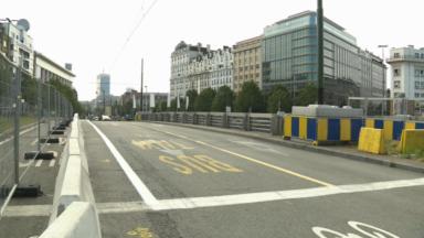 Collision entre un cycliste et une voiture sur le pont Sainctelette, deux blessés