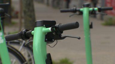 Trottinettes et vélos partagés : le parlement bruxellois veut remettre de l'ordre