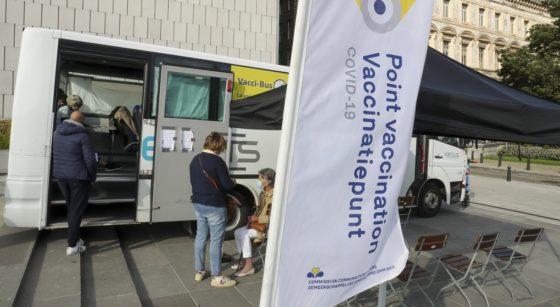 Vacci-bus Point de Vaccination Bus Cocom Covid-19 - Belga Nicolas Maeterlinck