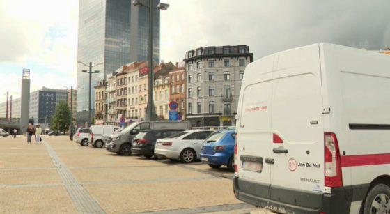 Véhicules mal garés Esplanade Gare du Midi Bruxelles-Midi Avenue Fonsny - Capture BX1