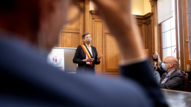 Molenbeek : au prochain conseil communal, ce sera Covid Safe Ticket obligatoire en présentiel