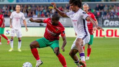 Football : Anderlecht, à dix, remonte deux buts à Ostende