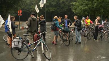 """Les """"Jeunes pour le Climat"""" enfourchent leur vélo pour réclamer davantage de mobilité douce"""