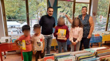 Jette : Elie Semoun, en tournage pour L'Élève Ducobu 4, a rendu visite à la bibliothèque