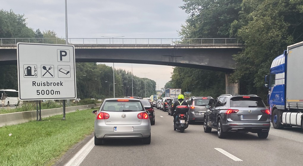 Embouteillages Ring Beersel - Image 2 - Belga Virginie Lefour