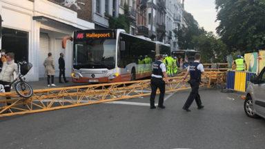 Une grue s'effondre chaussée d'Alsemberg et fait trois blessés