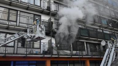 Incendie au Peterbos : les pompiers remercient des jeunes qui ont tenté d'éteindre le feu