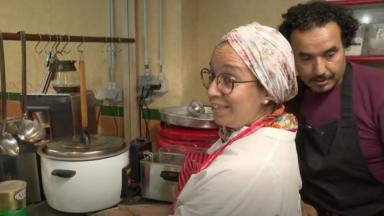 Malika Saïssi, héroïne du quotidien, distribue des repas aux personnes dans le besoin