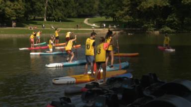 Six heures de course de paddle sur les eaux du Bois de la Cambre pour la bonne cause