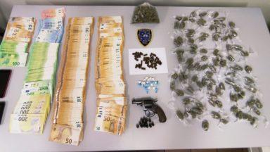 Etterbeek : de la drogue, une arme et près de 40 000 euros chez un gérant de night-shop