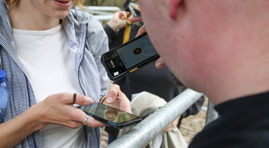 Scanner Covid Safe Ticket Covid Pass - Belga Nicolas Maeterlinck