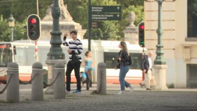 Trottoirs partagés, cyclistes, véhicules: difficile pour les piétons de se déplacer en toute sécurité à Bruxelles