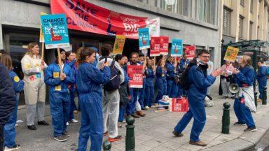 Le Comac, le mouvement étudiant du PTB, bloque l'entrée de la FEB