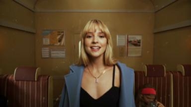 """""""Bruxelles je t'aime"""" : Angèle annonce son nouvel album en déclarant son amour à sa ville"""