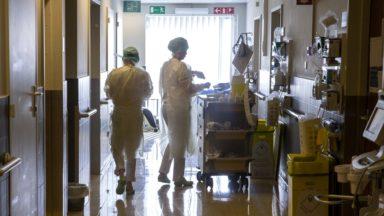 Covid-19 : le nombre de nouveaux cas par jour dépasse le maximum de la 3e vague à Bruxelles