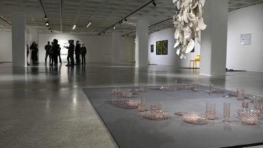 """L'exposition """"Crush"""" associe des œuvres du Design Museum Brussels à celles du Musée d'Ixelles"""